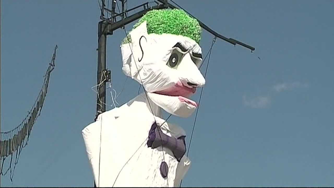 img-Zozobra ready to burn