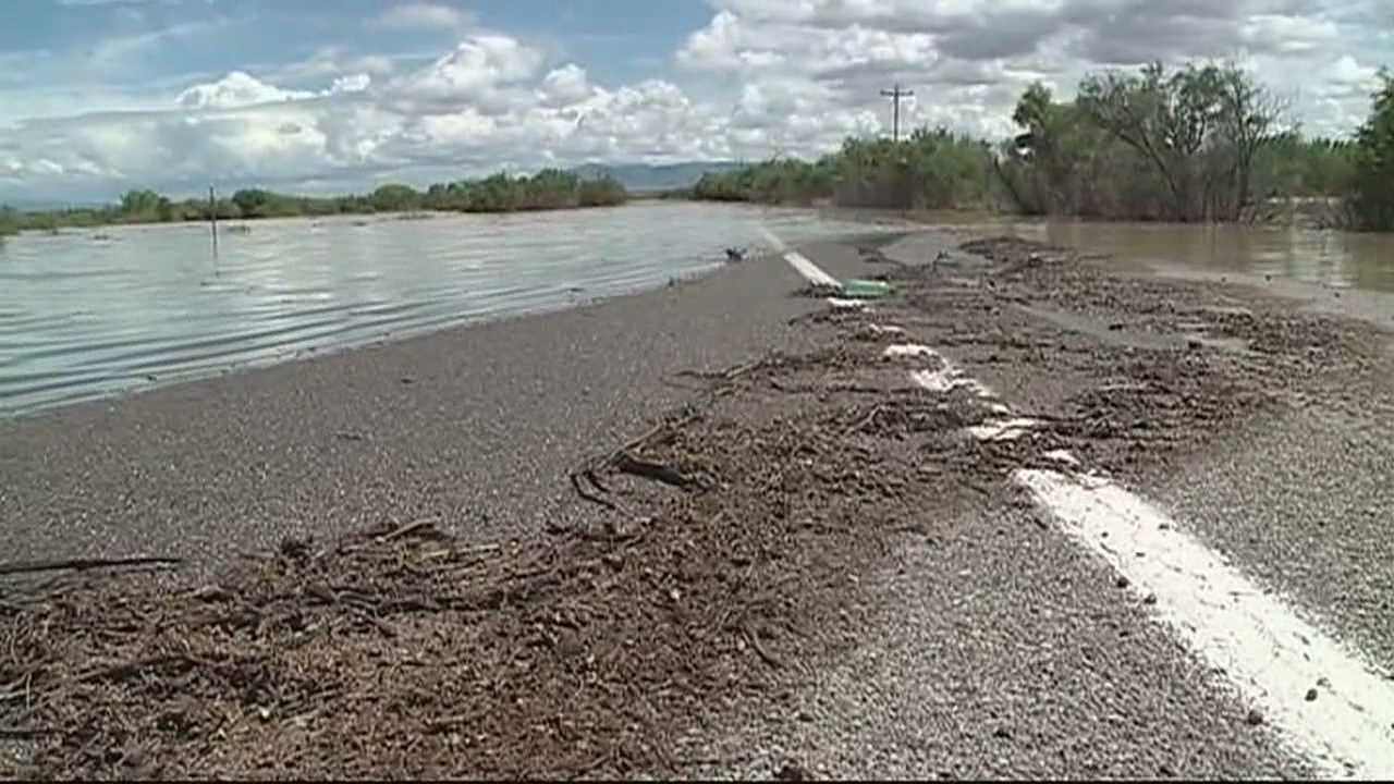 Levee breaks, shuts down Highway 60