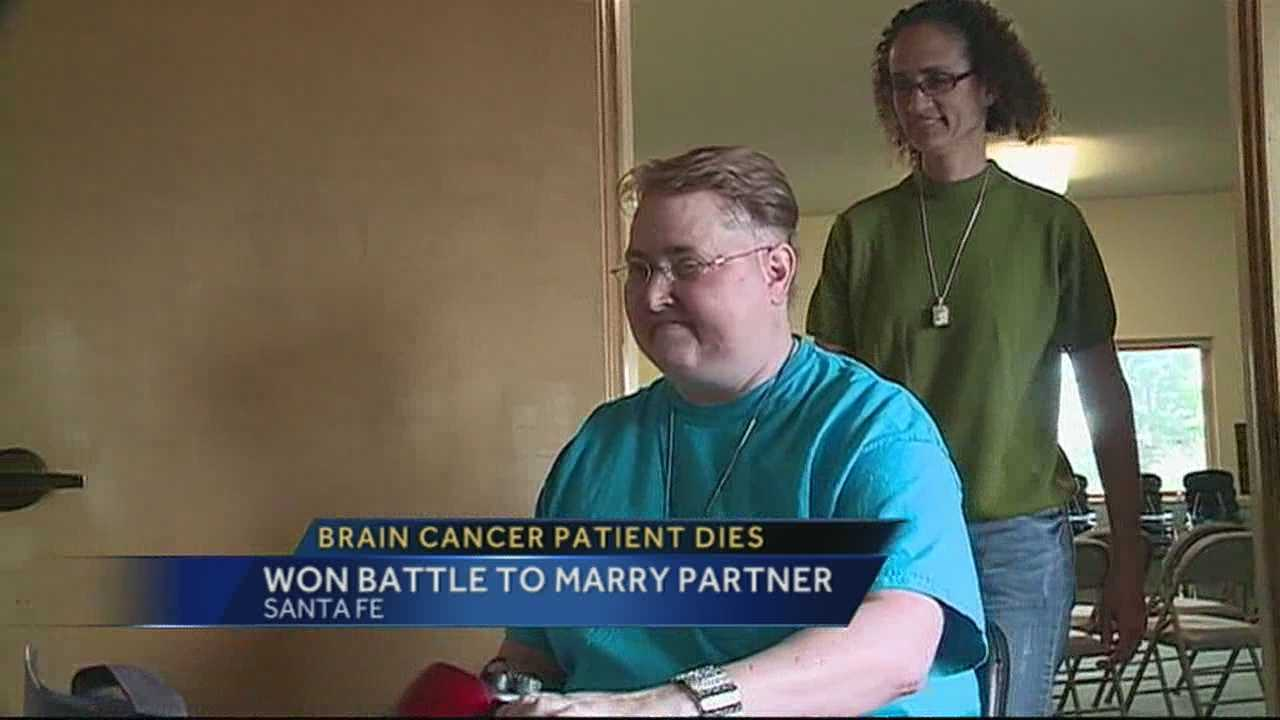 A brain cancer patient who won a legal fight to marry her same-sex partner has died.