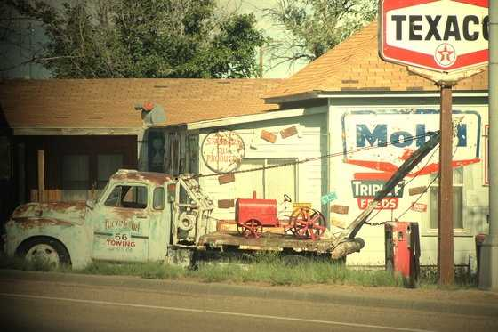 Tucumcari: Teepee Curios, Blue Swallow Motel, Redwood Motel