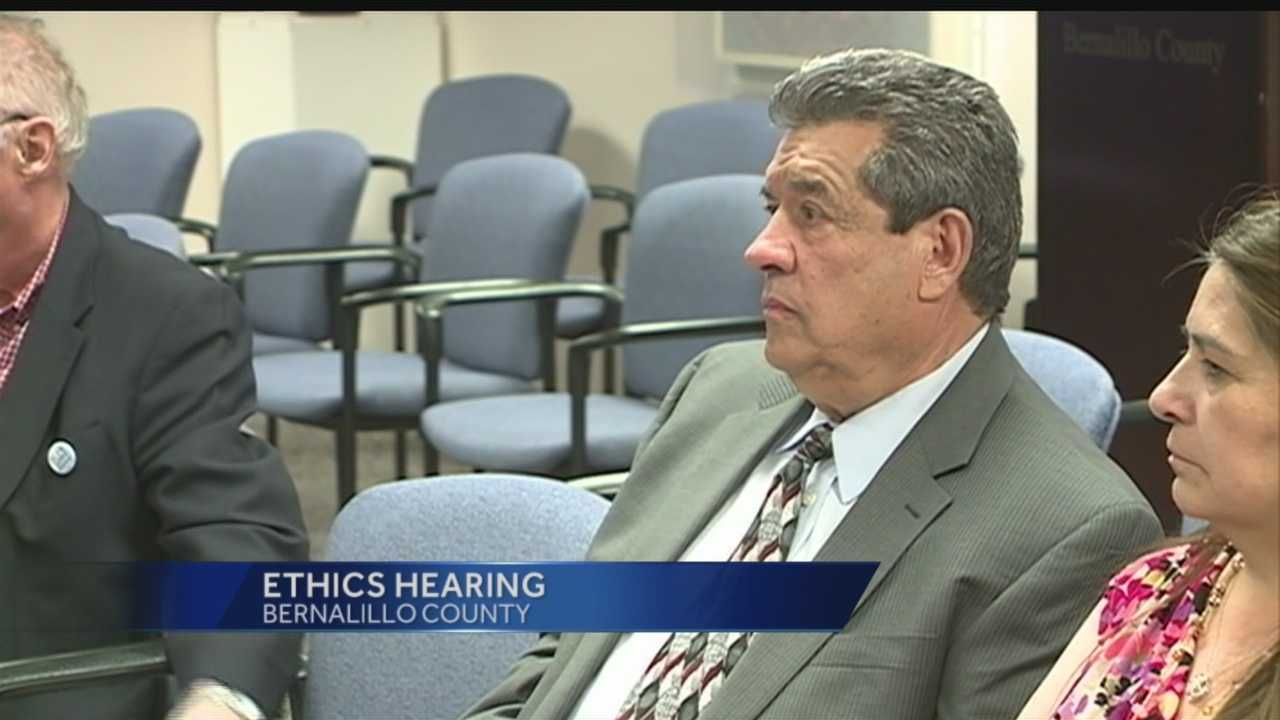 BERNALILLO COUNTY'S MONEY MANAGER IS *BACK IN HOT WATER.TREASURER MANNY ORTIZ IS ALREADY FACING A POSSIBLE RECALL