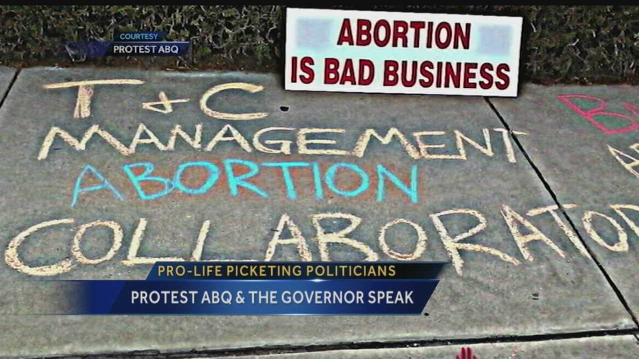 Pro-life picketing politicians: Protest ABQ, Gov. Martinez speak