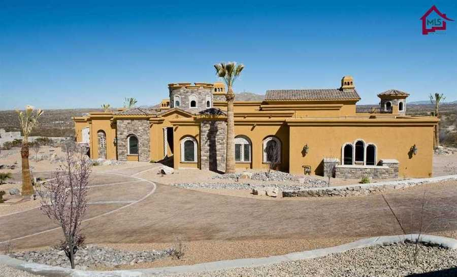 Take a peek inside this castle-inspired mansion for sale in Las Cruces that's featured onRealtor.com
