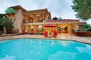 There are several seven-figure homes up for sale right now in Albuquerque. Check out five million-dollar mansions in the Duke City listed on Realtor.com