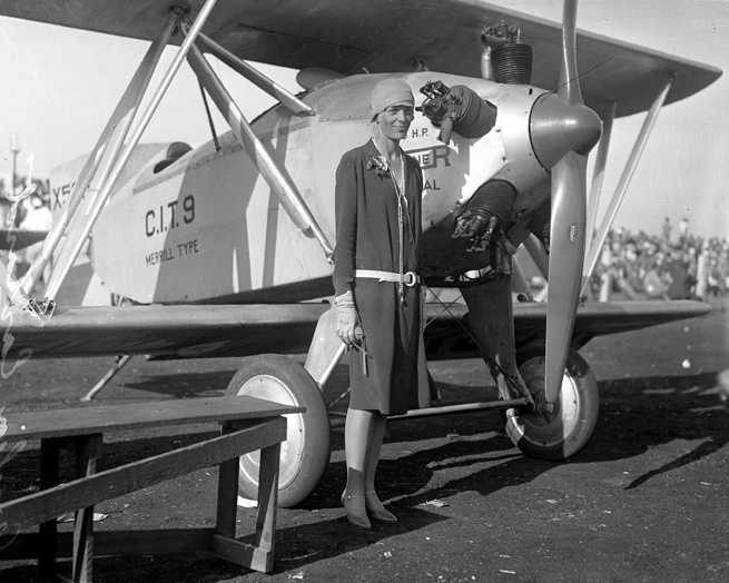 During that hiatus, an airport on south Wyoming Boulevard drew famous aviators such as Charles Lindberg and Amelia Earhart (that airport is now a part of the Kirtland Air Force Base). People flocked to watch celebrity fliers and large commercial aircraft. The airport also featured a nightclub.