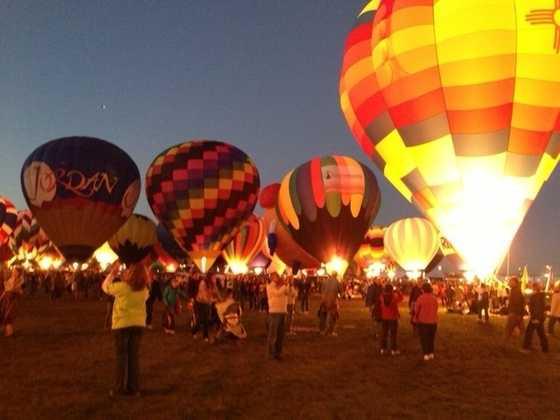 Watch an evening balloon glow at Balloon Fiesta