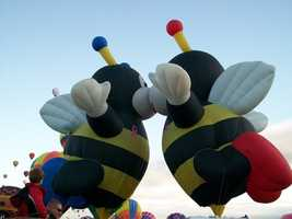 Bee kiss