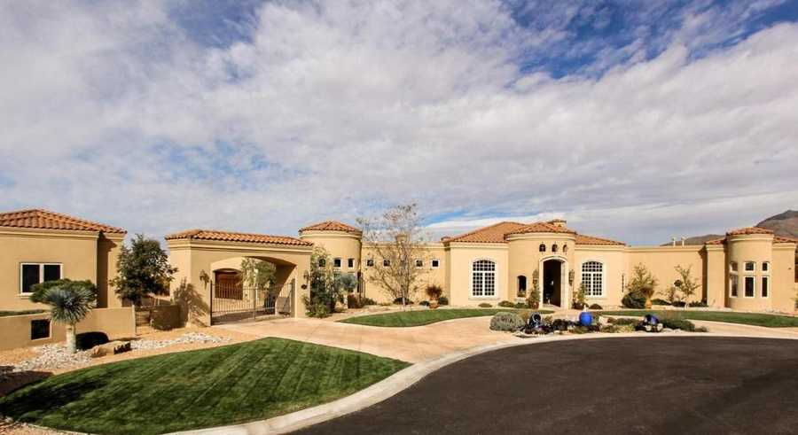 Take a peek inside this 7,800-square foot for sale in Albuquerque, N.M. that's featured on Realtor.com