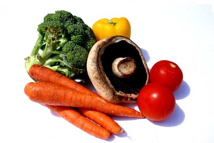 4. Eat a healthy diet:Individuals eating a more plant-based diet have a lower risk for heart disease.