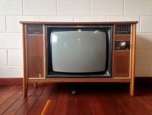 5. Watch less than 7 hours of TV a week: This describes a lifestyle that is sedentary. Going along with exercise on a daily basis and staying away from TV and upright reduces your risk.