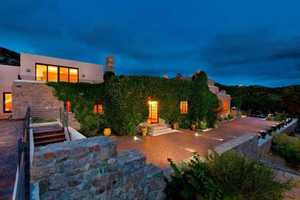 Take a peek inside this mansion for sale in Santa Fe, N.M. that's featured on Realtor.com.