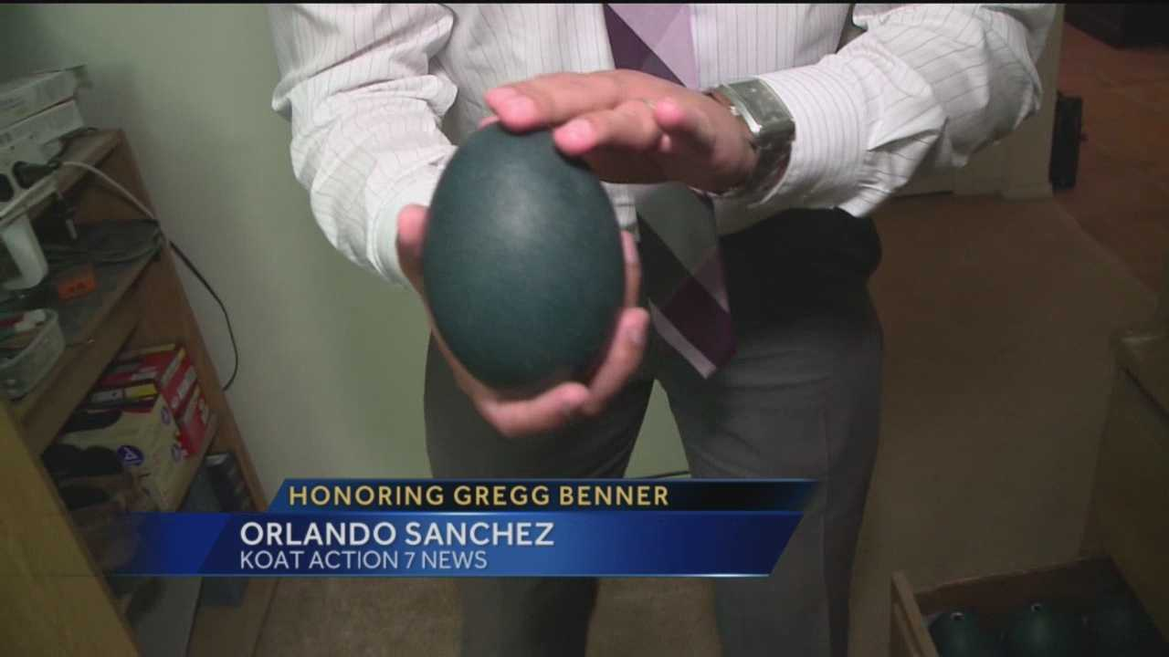 A Rio Rancho artist is using his talents to honor fallen Officer Greg Benner in a way you've probably never seen before.