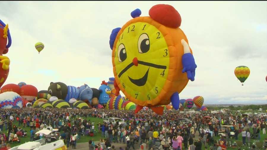 Despite a rocky start, Balloon Fiesta 2015's first Sunday featured a beautiful mass ascension.
