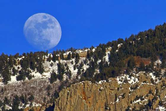 Check out these awesome photos of this weekend's full moon.