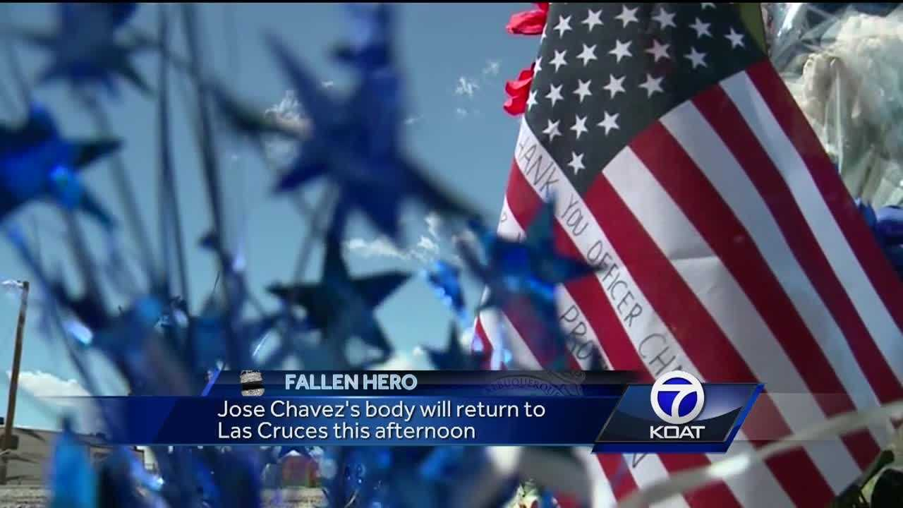 Hundreds are expected to line I-25 Monday afternoon as the body of slain police officer Jose Chavez will return to Las Cruces.