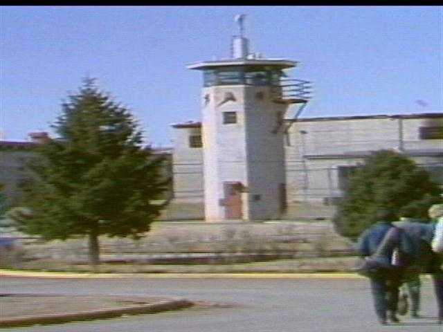 At the time when the riot broke out, around 15 officers were supervising more than 1,100 inmates.