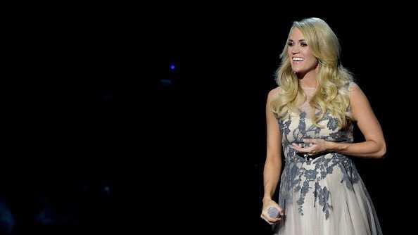 country divas - Carrie Underwood 2014 CMAs