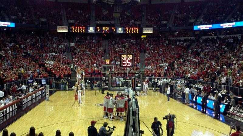 The New Mexico Lobos get pumped before their game with UNLV.