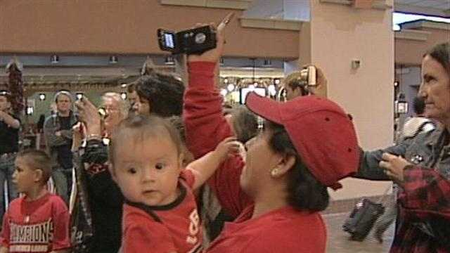 Fans cheered the New Mexico Lobos return to Albuquerque on Sunday night after their loss to Louisville.