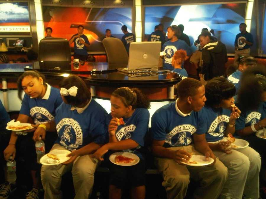 Images:Rogers Middle School Students Tour KOCO-TV