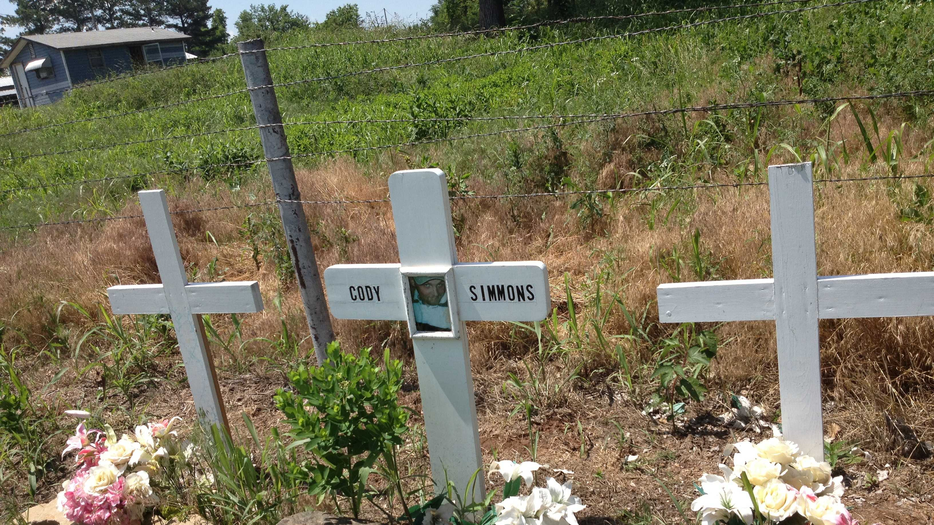 Memorial to victims of car crash