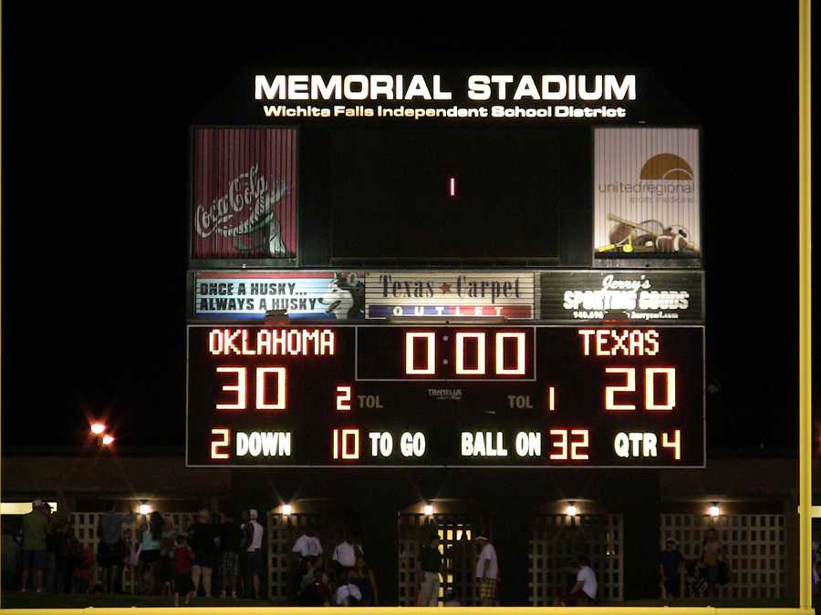 The final score for the Oil Bowl saw Oklahoma win 30-20. This was Oklahoma's 19th win against Texas since 1945.