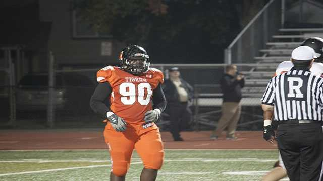 Ayo Oyesanya made his presence felt in Friday nights game. After getting a sack on Millers quarterback, Hayden Somerville, the 'Nigerian Nightmare' carried on and made his presence felt as he pressured the quarterback several times afterword.