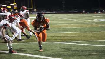 """A'erion """"Juice"""" Hines, gets into the end zone for a 4 yard touchdown."""