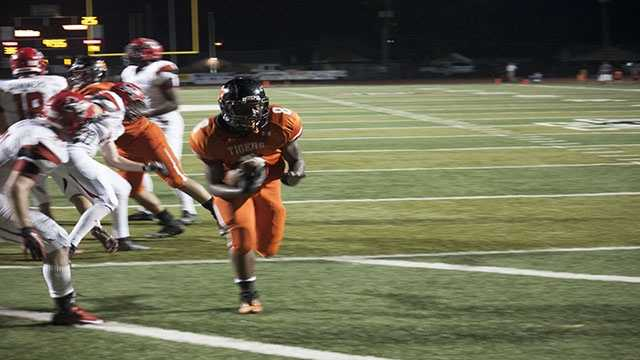 "A'erion ""Juice"" Hines, gets into the end zone for a 4 yard touchdown."