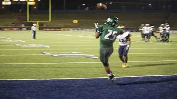 Edmond Santa Fe receiver, Dale Jefferson (25) pulls in this pass from quarterback Justice Hansen for a touchdown.