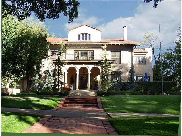This home, located at 605 NW 15th St., has more than 10,000 square feet of living space and has a beautiful yard with a pool in the back. Take a peek inside this 103-year-old mansion. For more information on this property, click here.