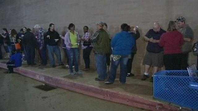 Thousands line up for deals
