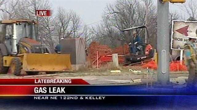 Crews work to repair gas line break in NE OKC