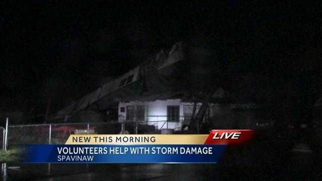 Volunteers help Oklahoma town ravaged by storms