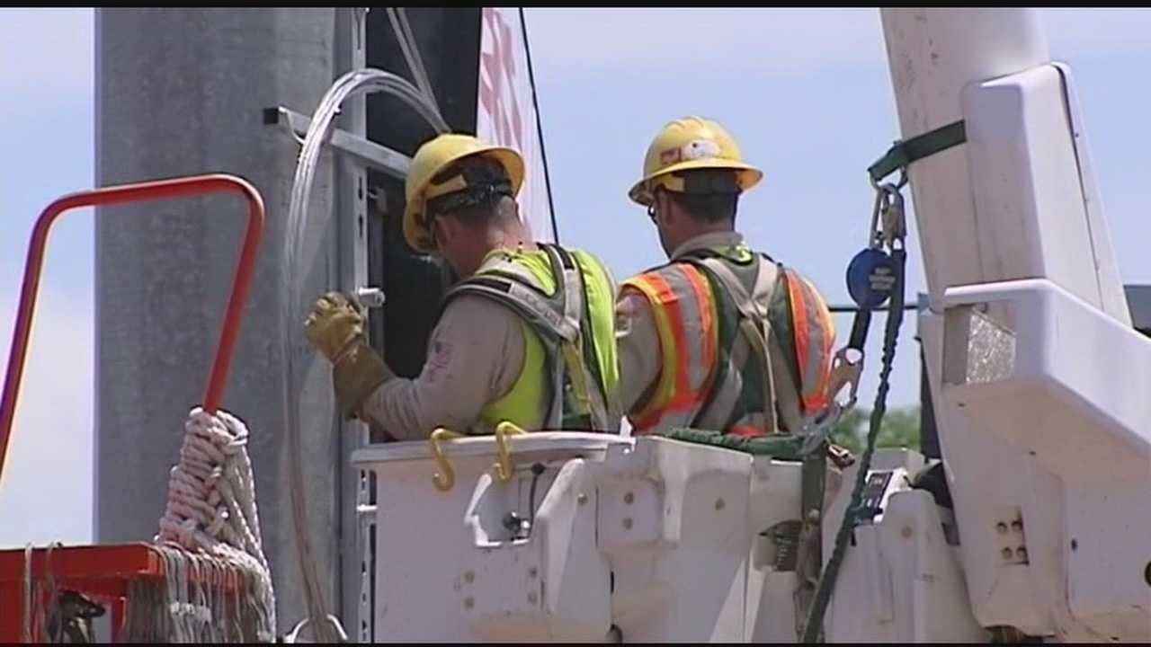 OG&E crews work to restore power across metro