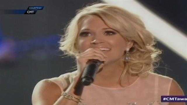 Oklahoma's Carrie Underwood honored the victims and survivors of the recent tornadoes during a special performance at an awards show Wednesday night.