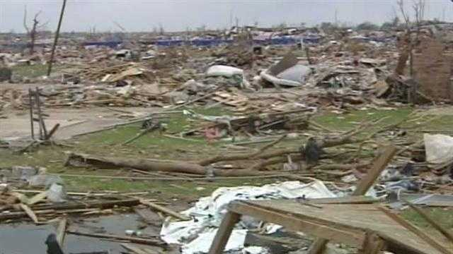 img-Gov Fallin will tour Moore