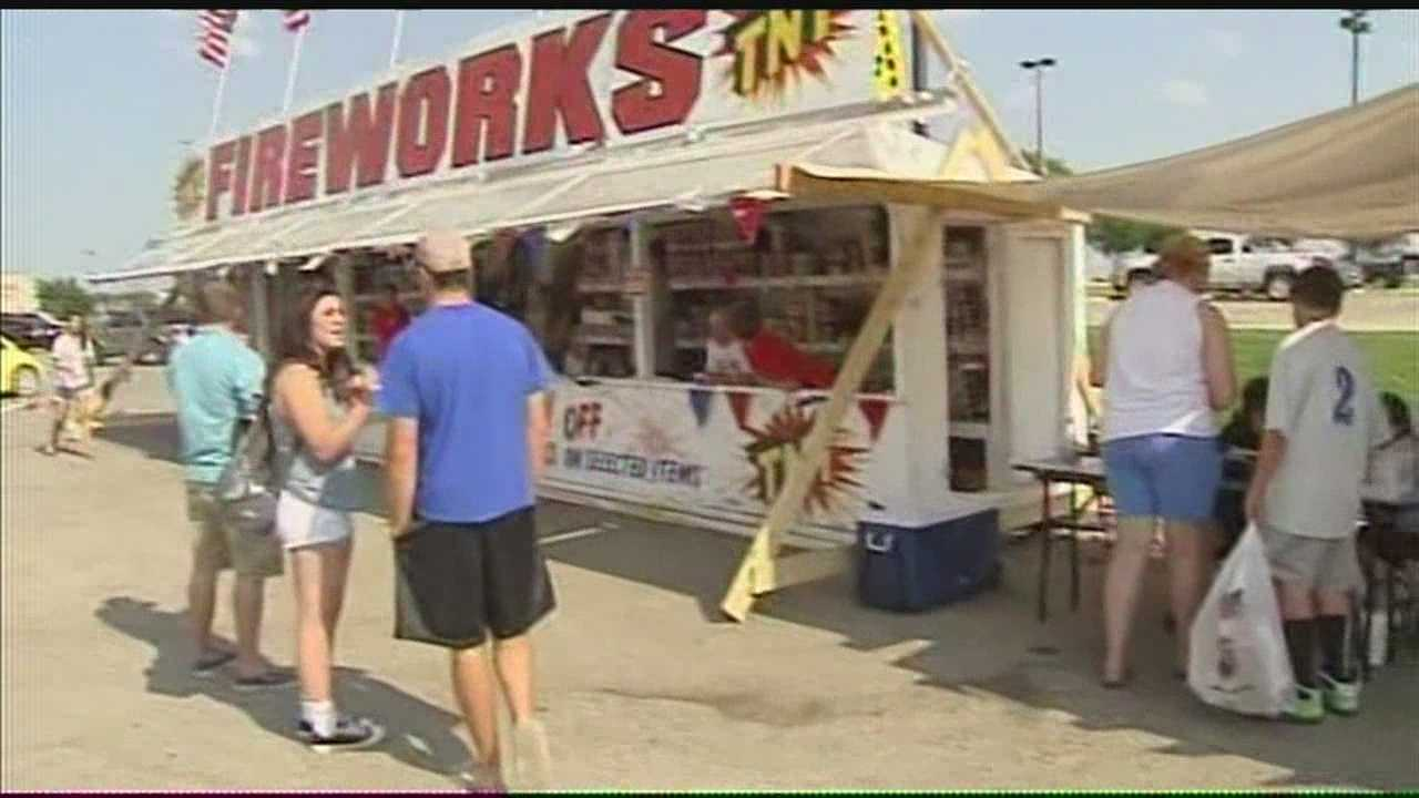 Fireworks stands see big business leading up to holiday