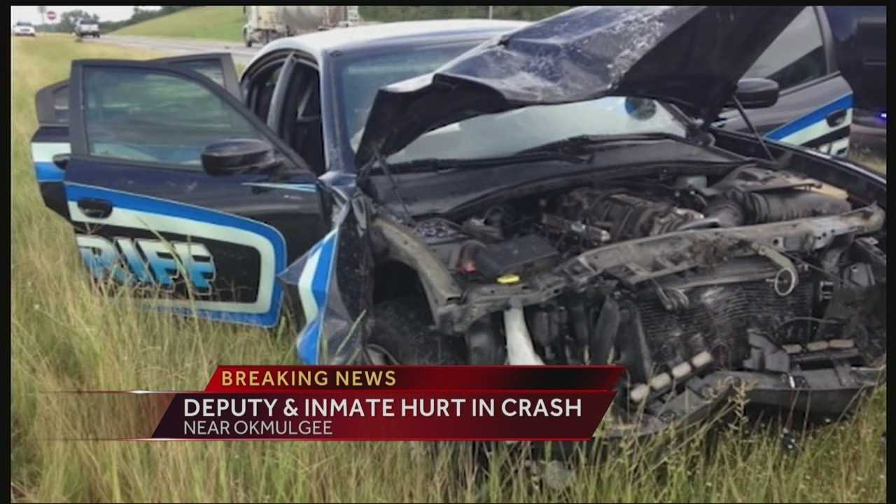 img-Oklahoma County deputy inmate hurt in crash 10P H