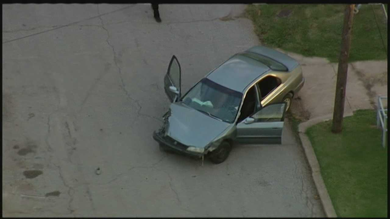 img-Police chase ends in crash at NE 23rd and Stonewall 10P H