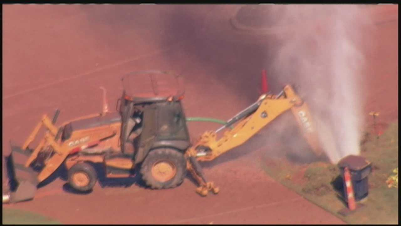 img-Crews strike natural gas line cause geyser 10P H
