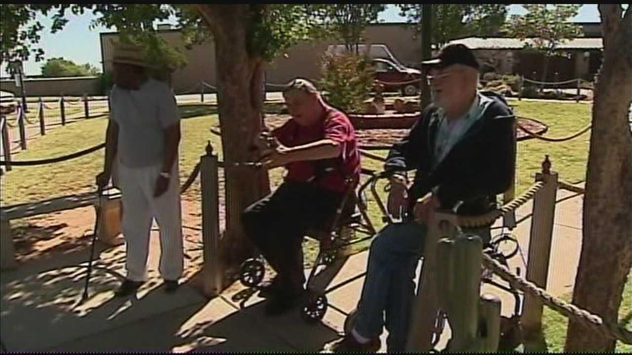 img-Smoking ban upsets veterans 5P H