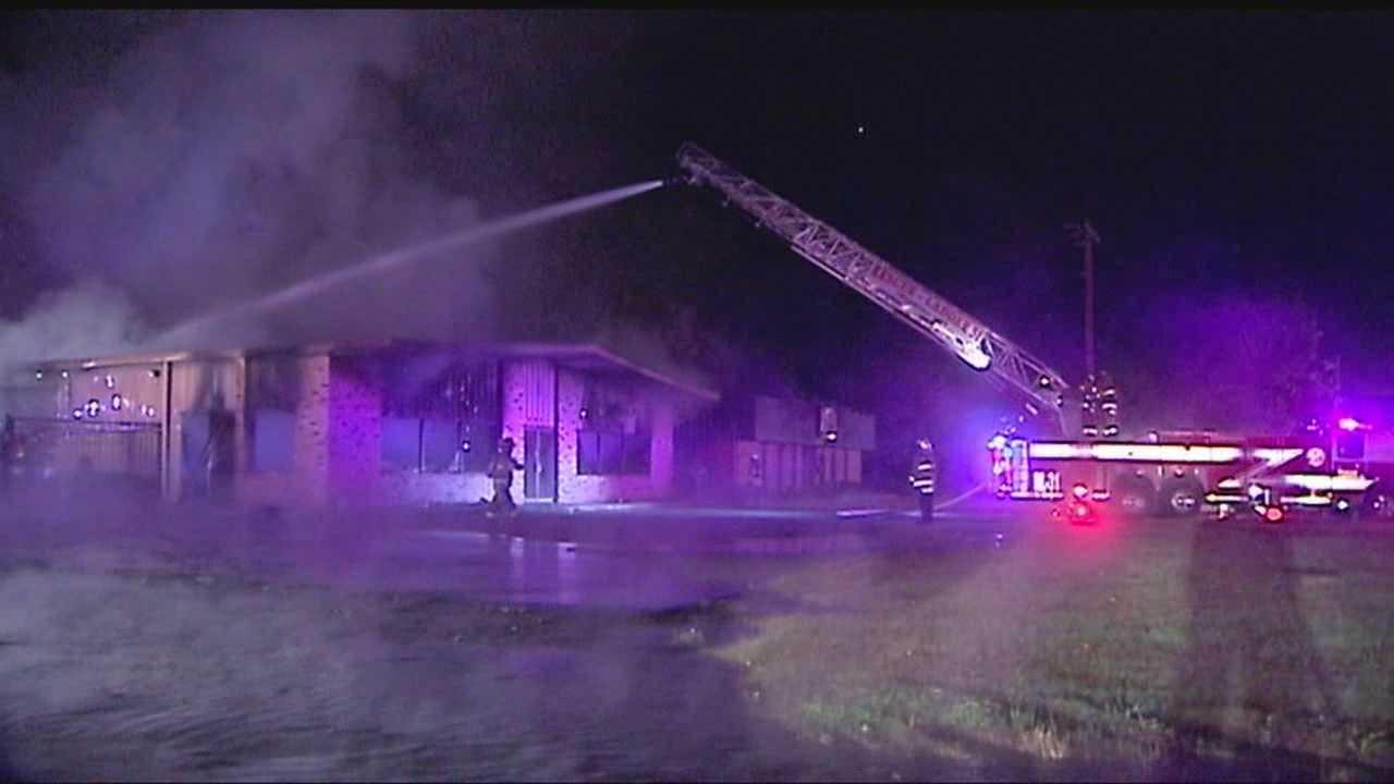 img-Fire destroys OKC boat repair shop
