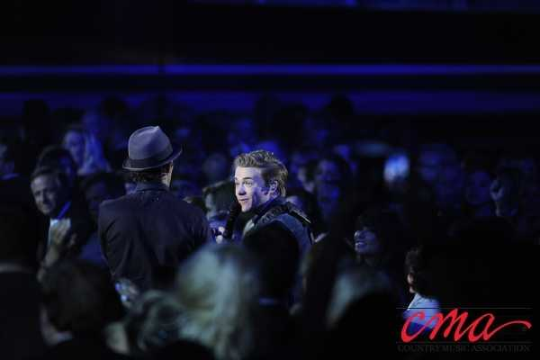 Hunter Hayes and Jason Mraz perform during the 47th Annual CMA Awards on ABC.