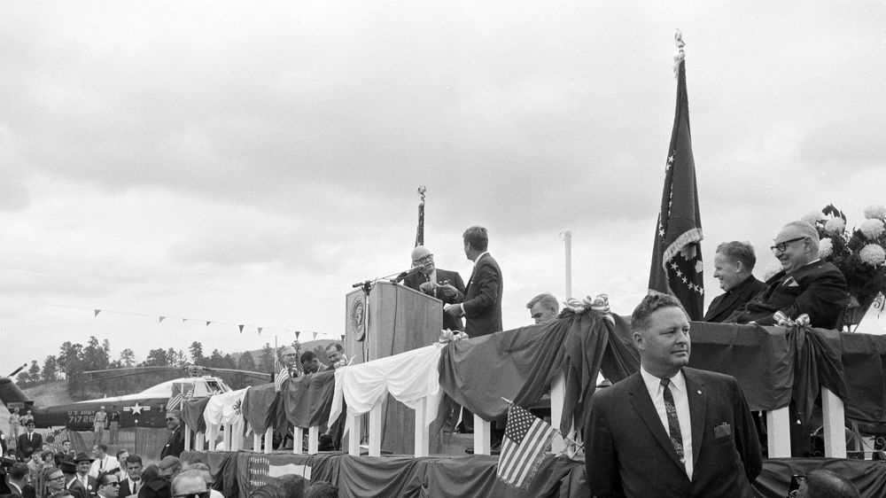 Kennedy at Ouachita Natl Park3.jpg