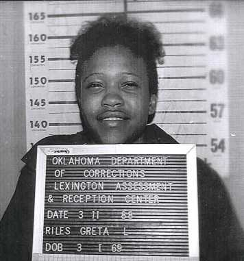 NAME: RILES, GRETARACE: BSEX: FemaleDOB: 01-MAR-1969HEIGHT: 5 FT. 2 IN.WEIGHT: 135 LBS.HAIR: BlackEYES: BrownCOMMENTS: NONEALIAS: Bowens, Kim LALIAS: Riles, Greta L