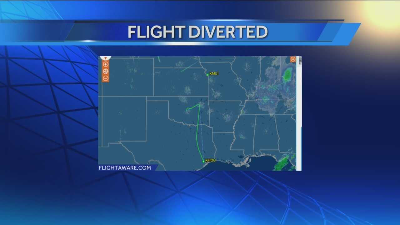 img-Mechanical problem forces plane to land at Will Rogers Airport