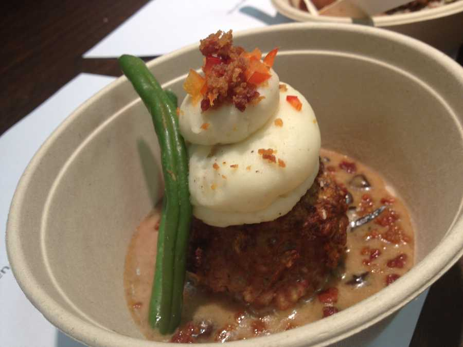 meatloaf cupcake w/ mashed potatoes and bacon