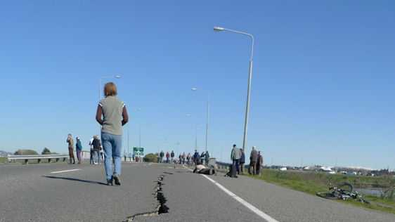 Crack_in_Bridge_Street_from_the_2010_Canterbury_earthquake.jpg