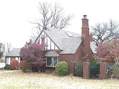 For $194,500 you can get this 3,100 sq foot home in Ponca City. That's $62 per sq ft. It has 4 bedrooms, 3 baths and was built in 1940.